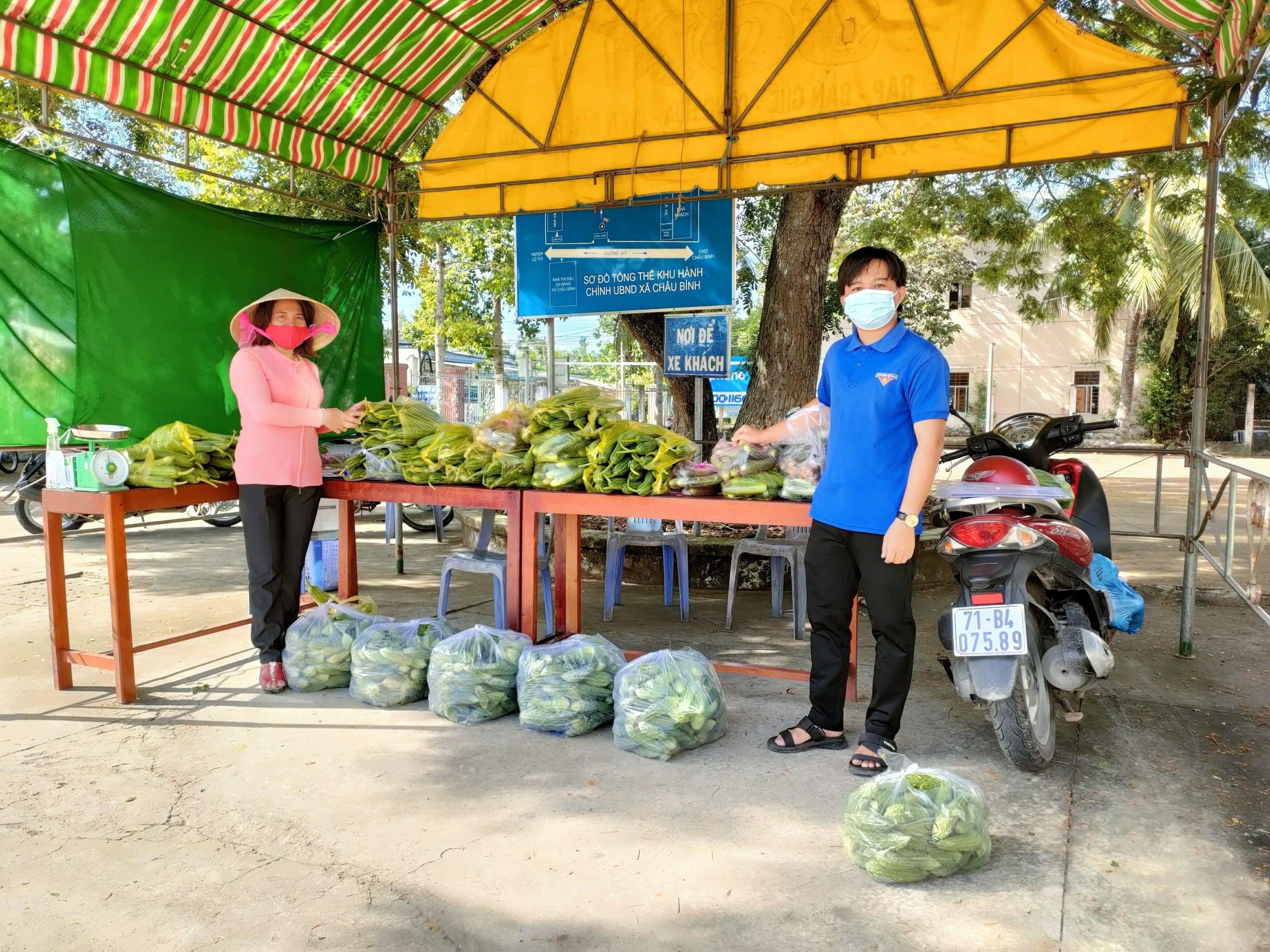 Chị Nguyễn Thị Việt Hà góp phần giải cứu nông sản nông dân xã Châu Bình
