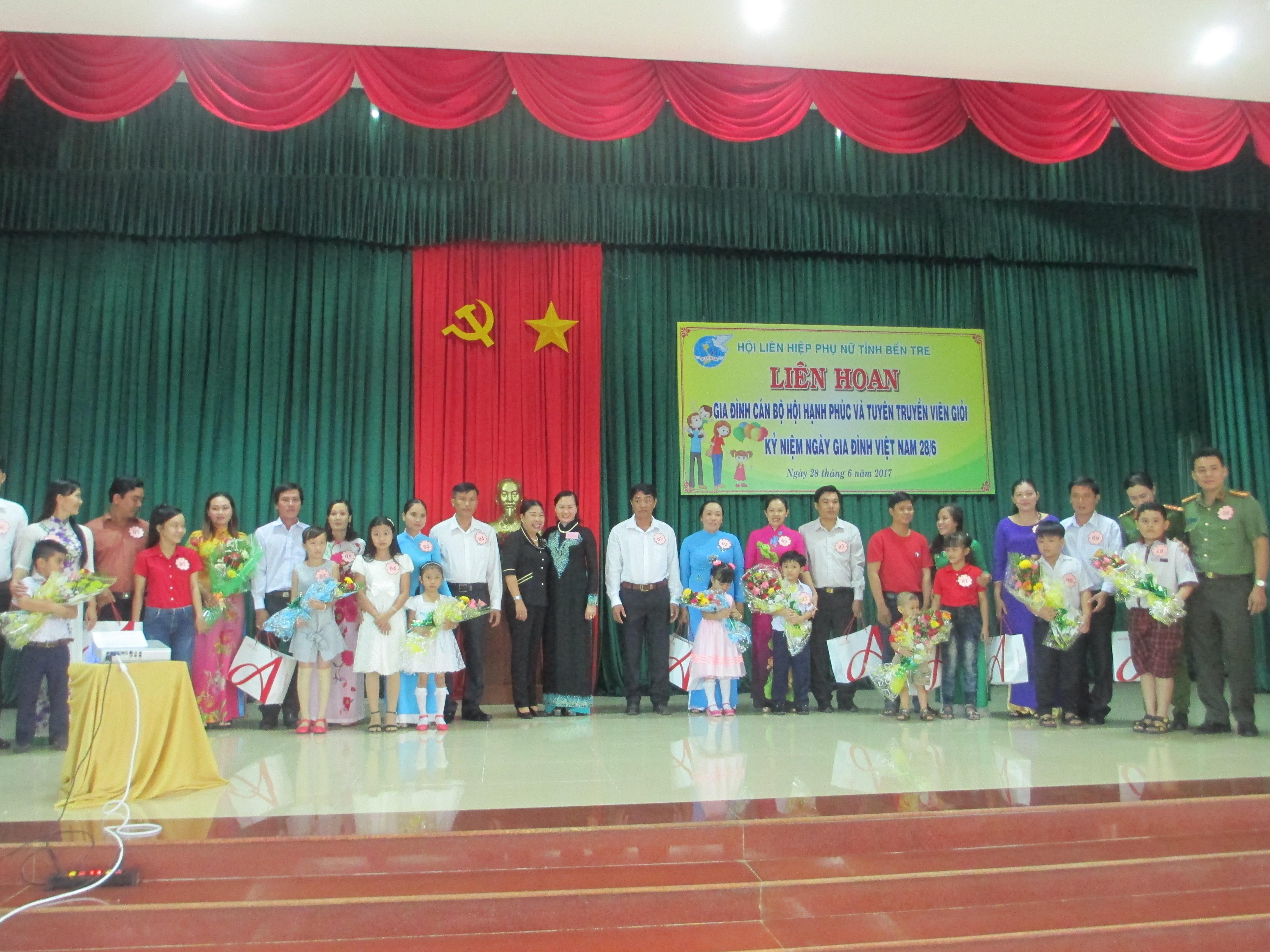 Liên hoan gia đình cán bộ Hội phụ nữ hạnh phúc và tuyên truyền viên giỏi kỷ niệm ngày gia đình Việt Nam 28/6