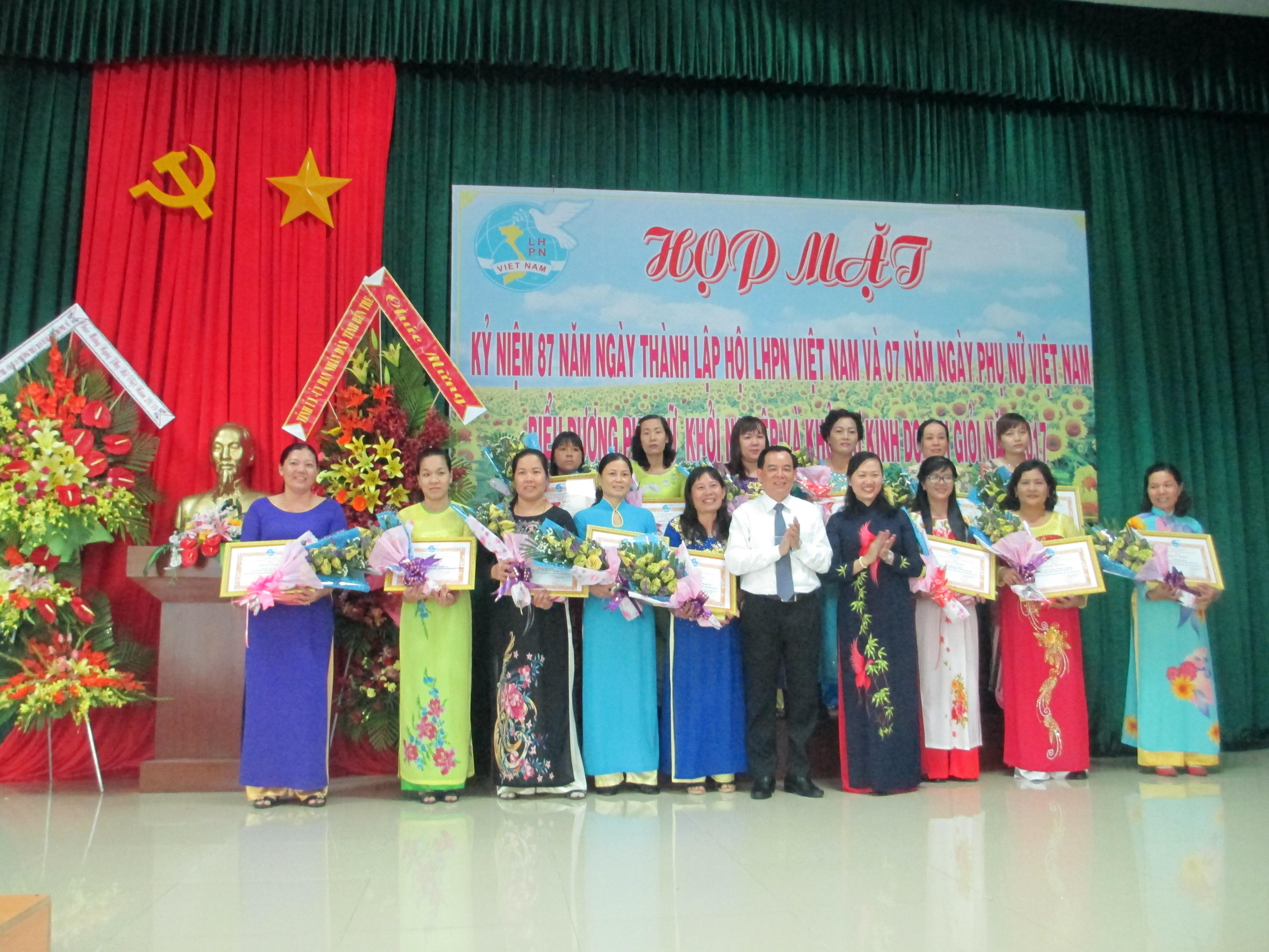Họp mặt kỷ niệm 87 năm ngày thành lập Hội LHPN Việt Nam, 7 năm ngày phụ nữ Việt Nam 20/10 và biểu dương điển hình phụ nữ khởi nghiệp, khởi sự kinh doanh