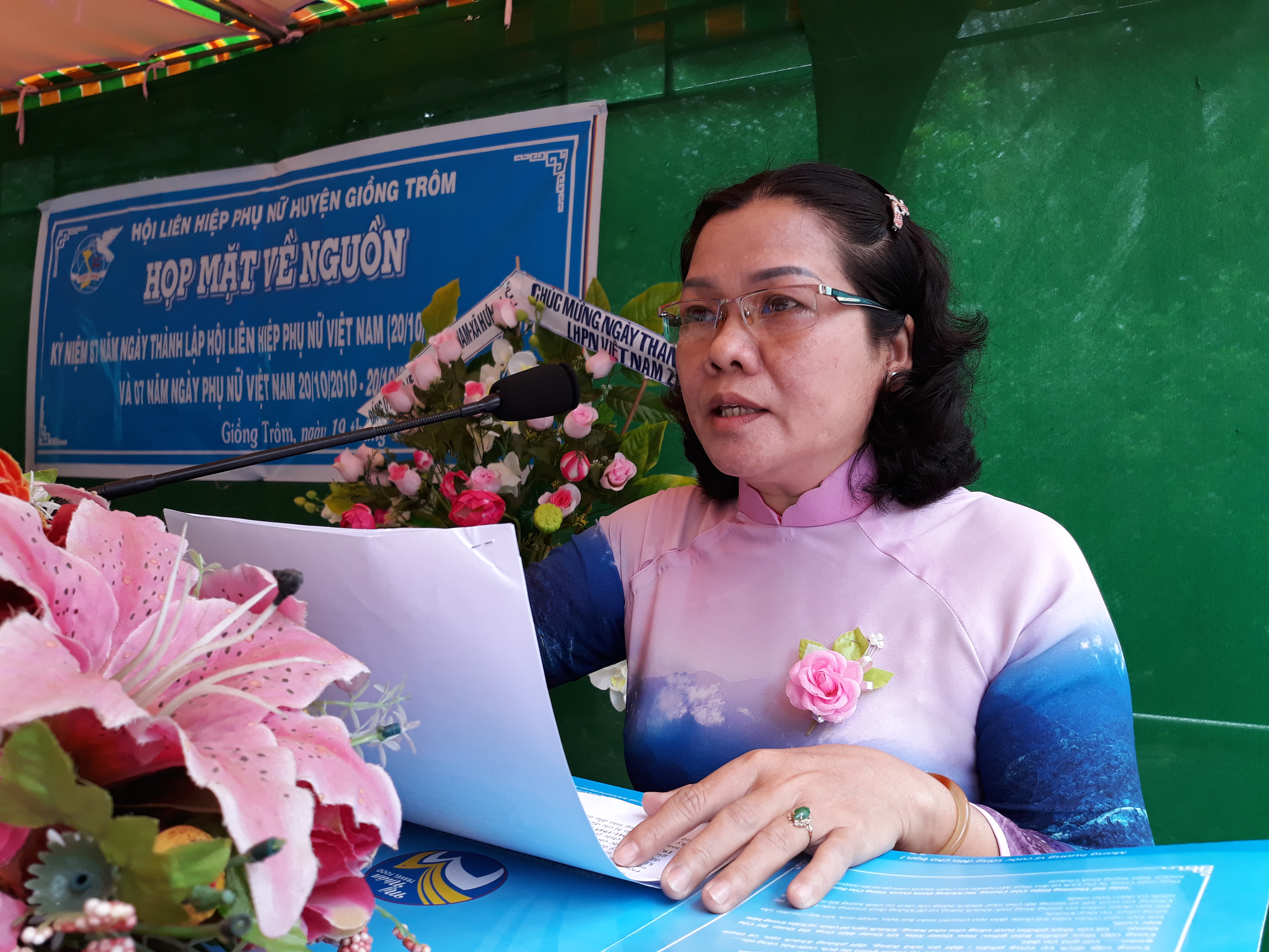 Hội LHPN huyện Giồng Trôm về nguồn tại xã Hưng Lễ