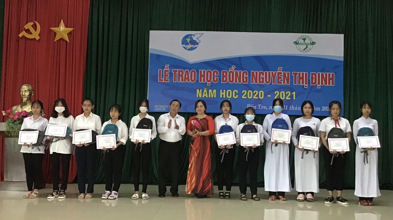 Trao học bổng Nguyễn Thị Định năm học 2020-2021 do tổ chức Kindehife –Hy vọng Việt Nam (Cộng hòa Liên bang Đức) tài trợ