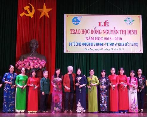 Trao học bổng Nguyễn Thị Định năm học 2018-2019 do tổ chức Kindehife – Hy vọng Việt Nam (Cộng hòa Liên bang Đức) tài trợ