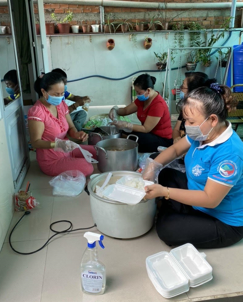 Hội Liên hiệp Phụ nữ phường Phú Khương chia sẻ yêu thương chung tay phòng, chống dịch Covid-19