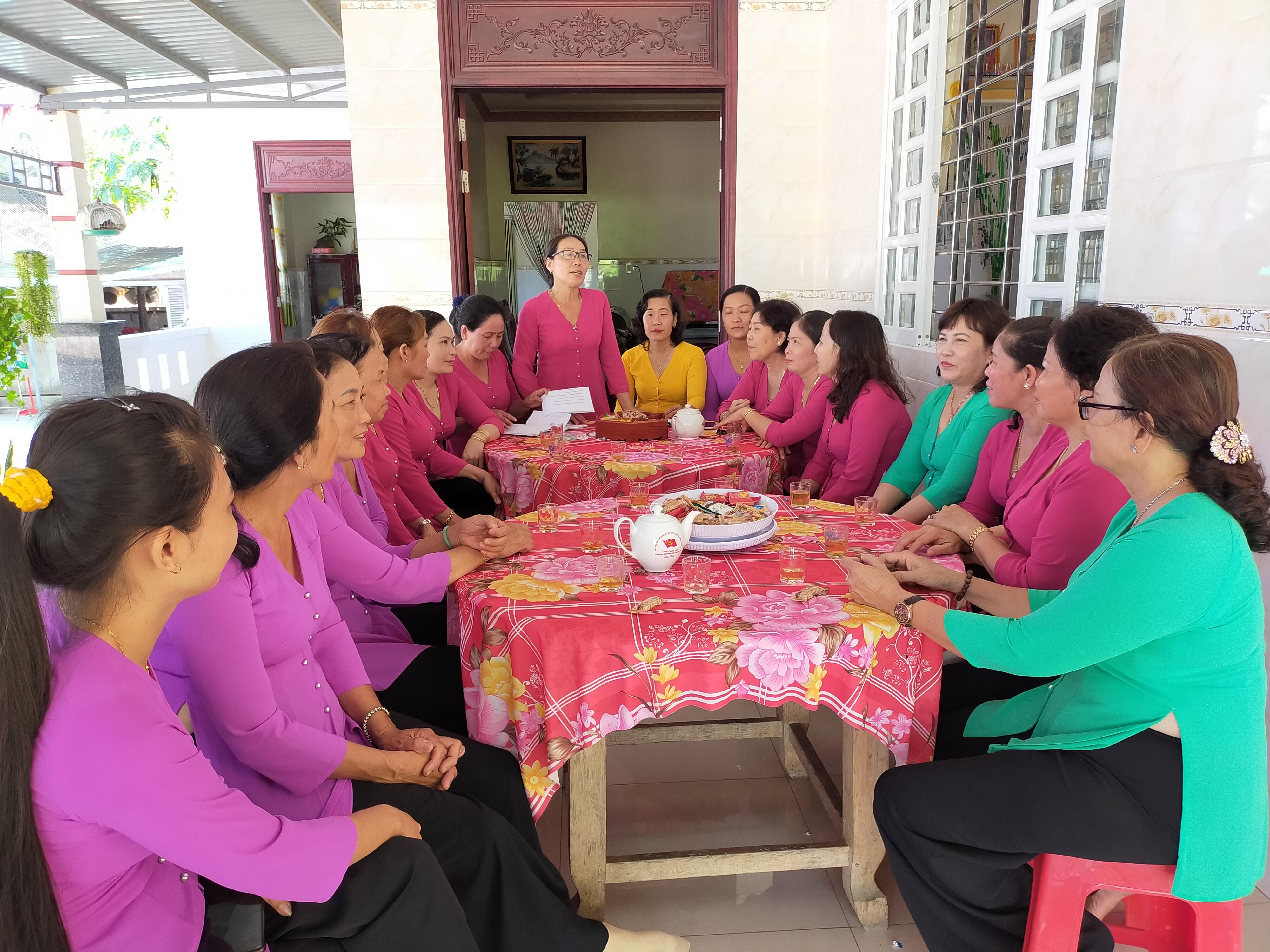 Tổ phụ nữ đảm đang xã Hưng Lễ góp phần xây dựng xã nông thôn mới