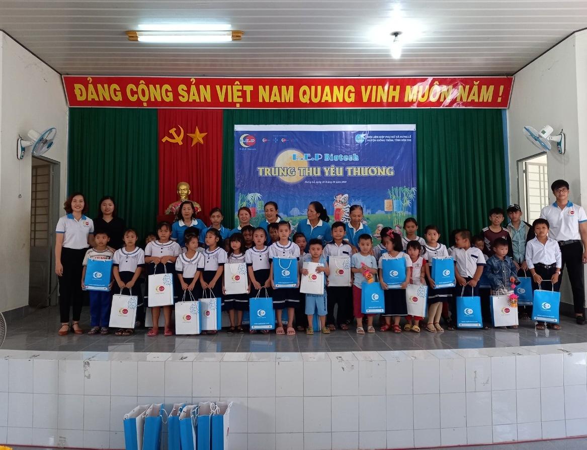 90 suất quà trung thu tặng học sinh xã Hưng Lễ